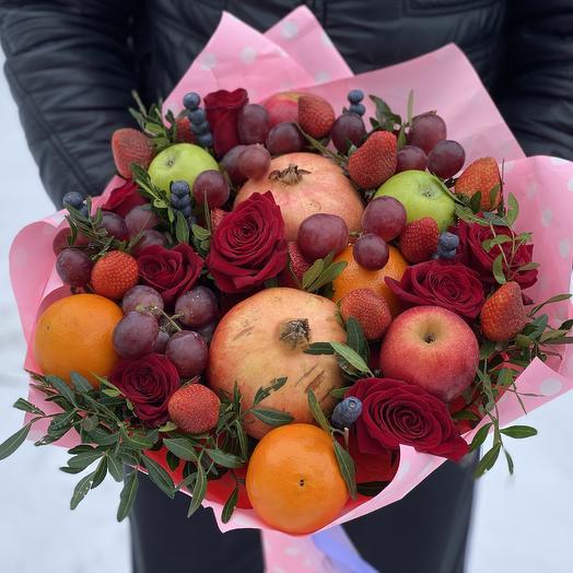 Букет из граната, апельсина и Красных роз
