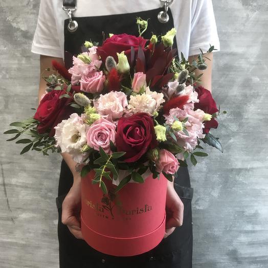 Композиция из французских роз и Нежного лизиантуса в шляпной коробке: букеты цветов на заказ Flowwow