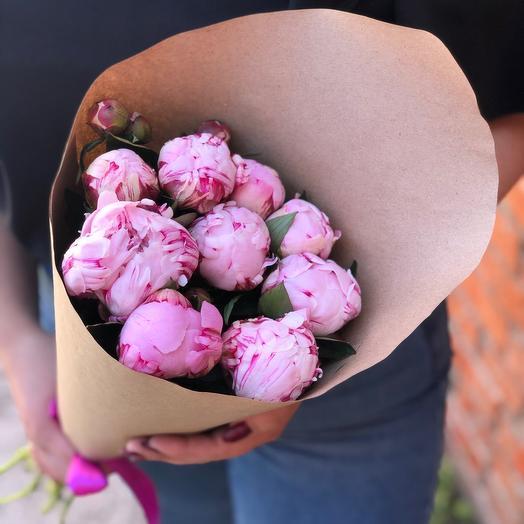 9 розовых пионов в крафте