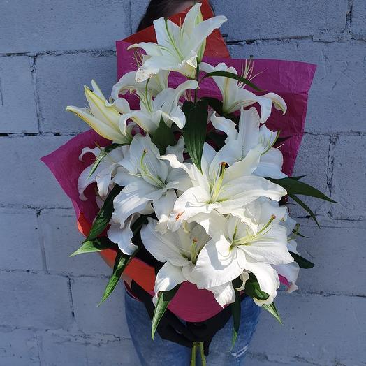 Ароматный букет белых лилий