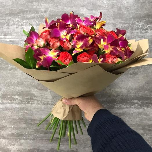 Кустовая роза и орхидей