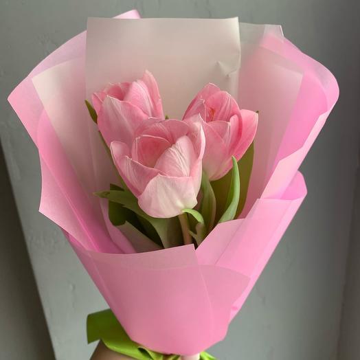 3 тюльпана в упаковке