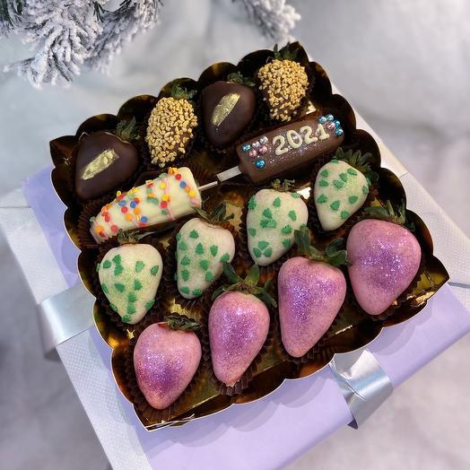 Новогодний набор из клубники и бананов в шоколаде