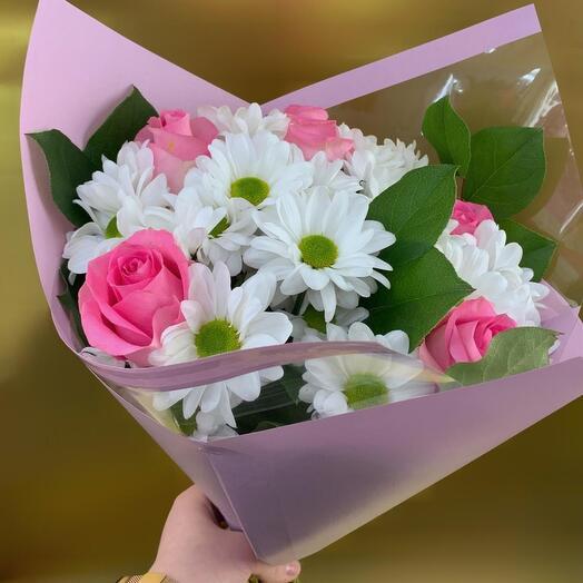 Букет с розой и хризантемой