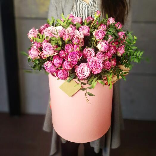 Кустовая роза в коробке