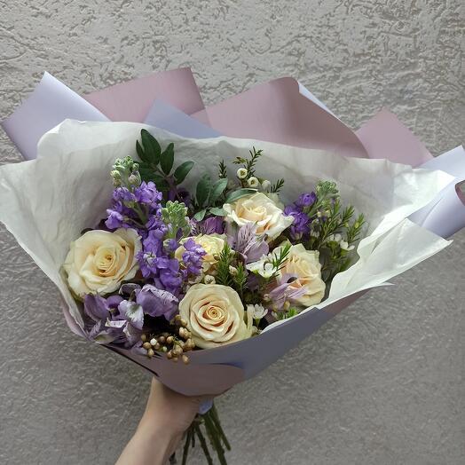 Ароматный с маттиолой и ассорти цветов