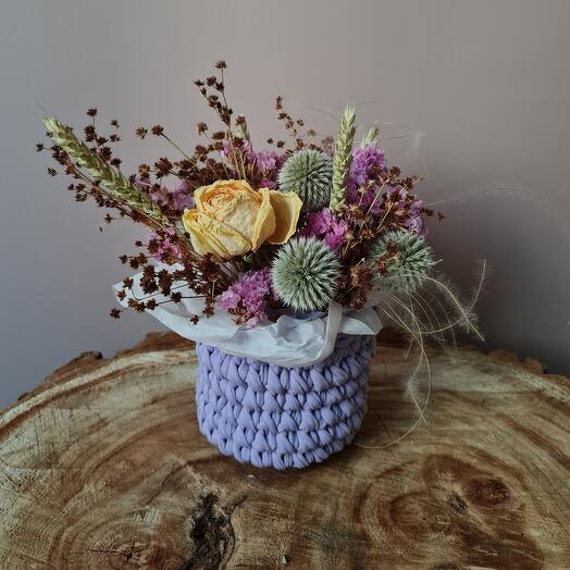 Interior composition with dried flowers