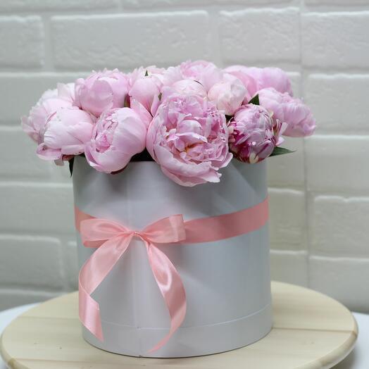 Цветы в коробке из пион