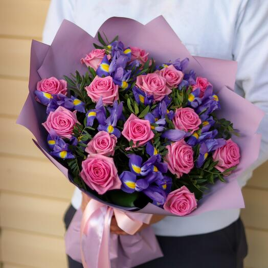 Букет роз с ирисами И934