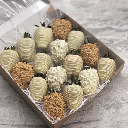 Набор из 16 клубник в шоколаде