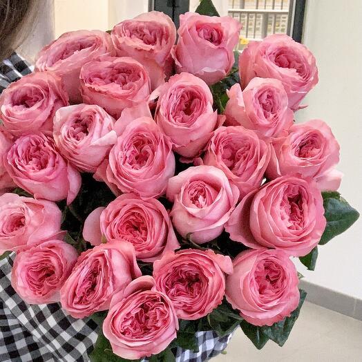 Монобукет из 21 пионовидной розы под лентой