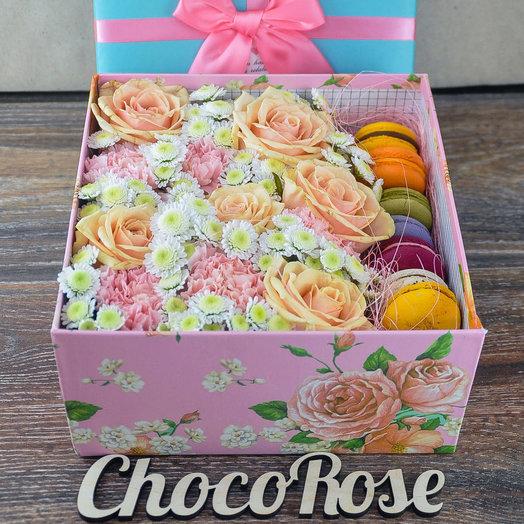 Цветочная коробочка с макаронсами Париж