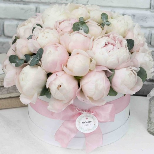 Цветы в коробке L (25 см) 0582: букеты цветов на заказ Flowwow