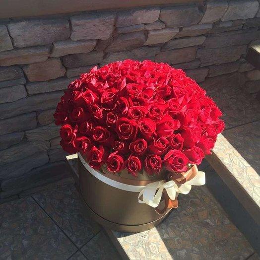 101 алая роза в шляпной коробке