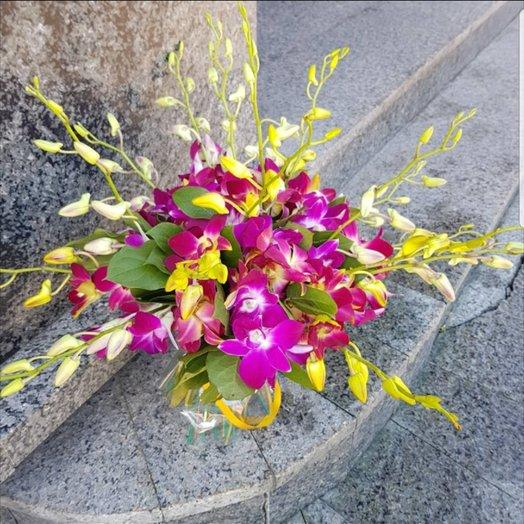 Орхидея дендробиум ветвями от Floristic World : букеты цветов на заказ Flowwow