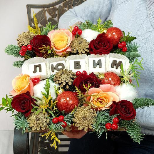 """Новогодняя композиция """"Любим"""" из роз, шишек и хлопка: букеты цветов на заказ Flowwow"""