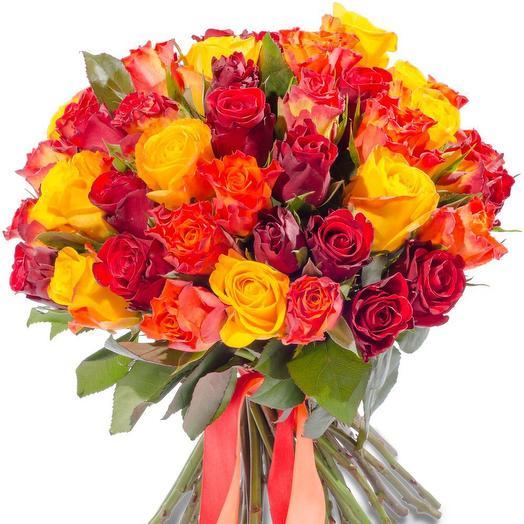 35 разноцветных роз: букеты цветов на заказ Flowwow
