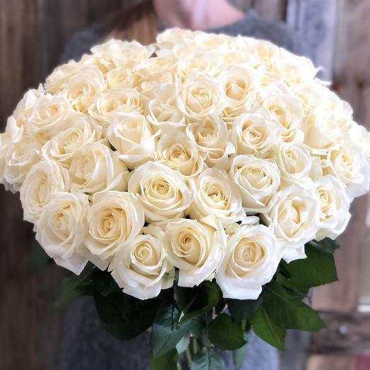 Букет из 51 белой местной розы 50 см: букеты цветов на заказ Flowwow