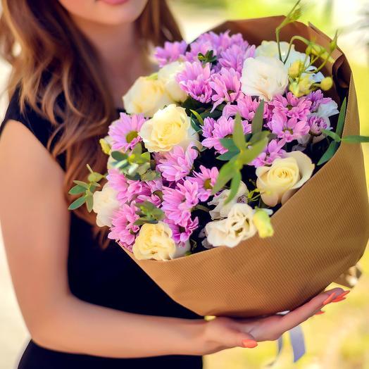 Букет из роз, эустомы и хризвнтем: букеты цветов на заказ Flowwow