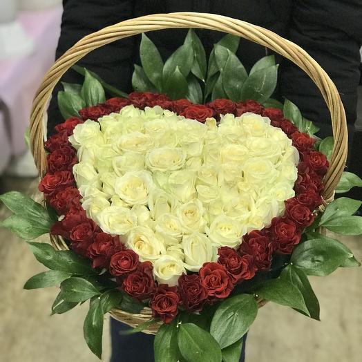 Сердце из роз в корзине: букеты цветов на заказ Flowwow