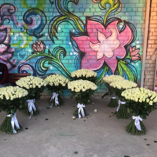 1010 роз: букеты цветов на заказ Flowwow