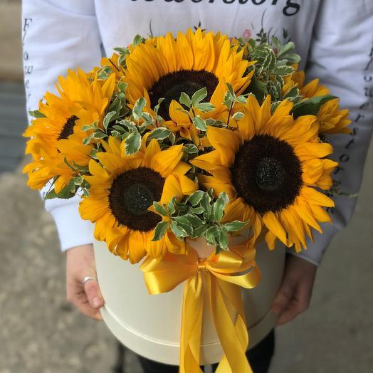 Коробки с цветами. Подсолнухи. N530: букеты цветов на заказ Flowwow