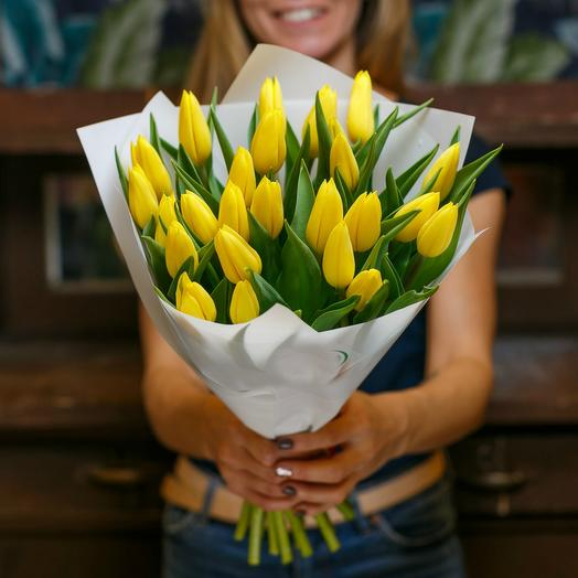 Bouquet of yellow tulips 4