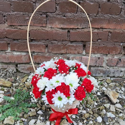 Корзинка Сборная из хризантемы и гвоздики