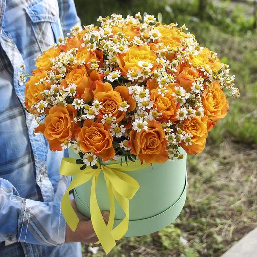 25 роз с ромашками в коробке