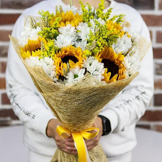 Букет с подсолнухами и хризантема.N522