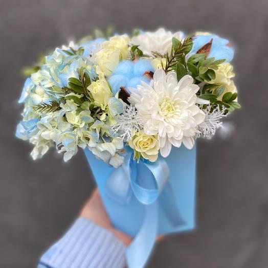 Цветы в коробке трапеции «Blue Sky»