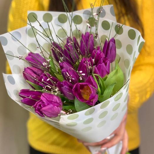 Букет из 17 Тюльпанов с зеленью