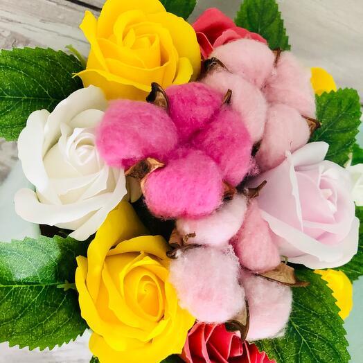 Букет «Цветочный сад» из мыльных роз