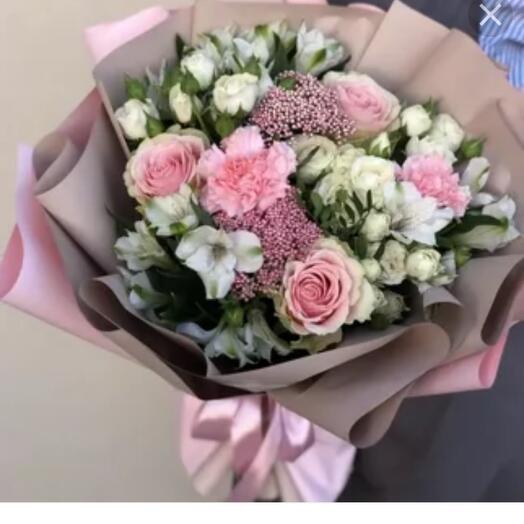 Для милой букетик с кустовыми розами альстромерией