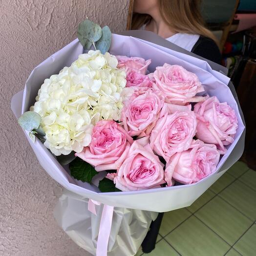 Пионовидные Розы и гортензия