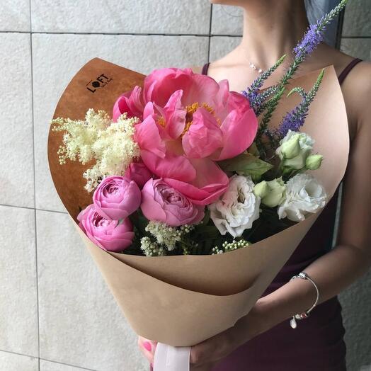 Летний Кулёк из пионовидных роз