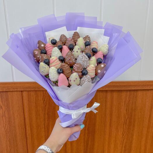 Букет из Клубники в шоколаде «Сиреневый мини»