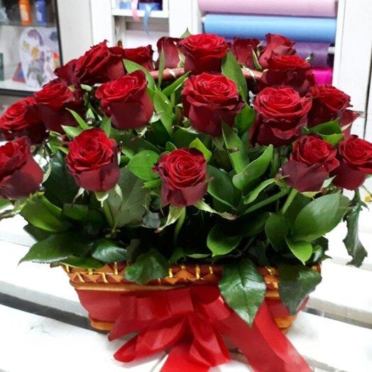 31 роз в корзинке: букеты цветов на заказ Flowwow