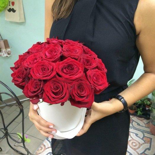 Шляпная коробка с 21 розой
