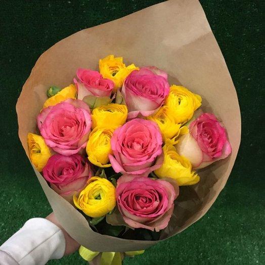 Яркий букет с ранункулюсами и розами