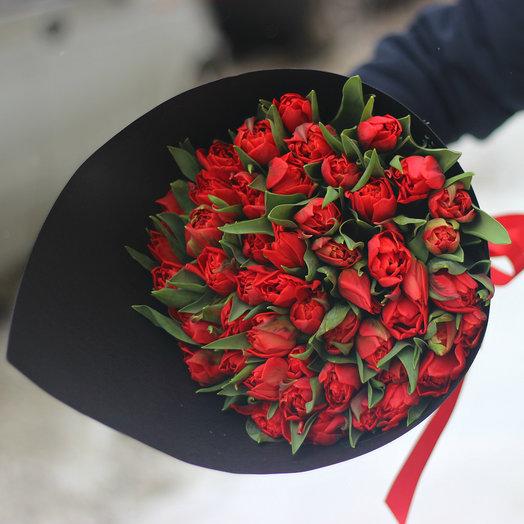 49 пионовидных красных тюльпанов