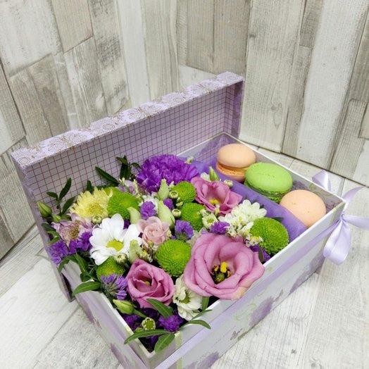 Цветы в коробке со сладостями: букеты цветов на заказ Flowwow