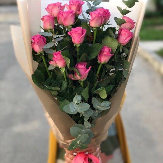 Букет из 15 розовых роз и эвкалиптом : букеты цветов на заказ Flowwow