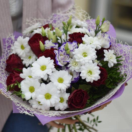 Сборный букет с красными розами и эустомой: букеты цветов на заказ Flowwow