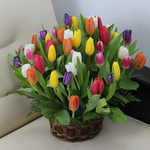 51 тюльпан микс в корзине: букеты цветов на заказ Flowwow
