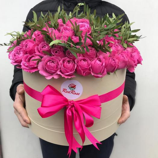 Пионовидные розы Мисти Баблс в шляпной коробке: букеты цветов на заказ Flowwow