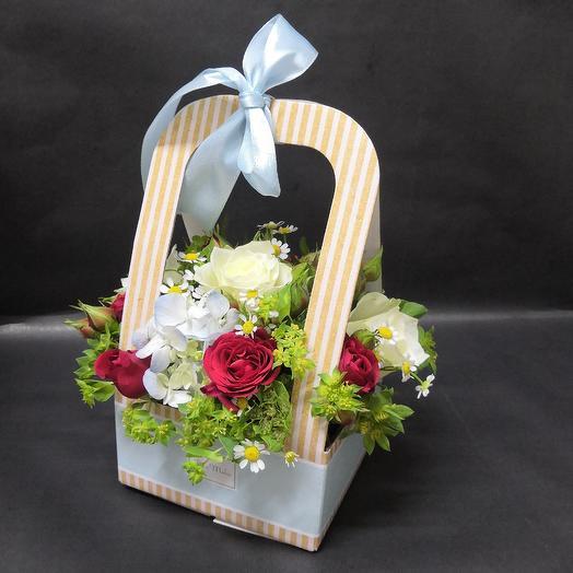 Кашпо с гортензией и ромашкой: букеты цветов на заказ Flowwow