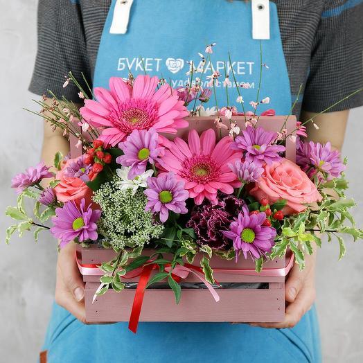 Композиция из гербер и хризантем в ящичке: букеты цветов на заказ Flowwow