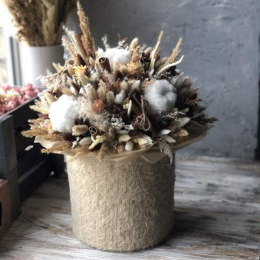 Уютная интерьерная композиция в мягких оттенках шоколадных десертов: букеты цветов на заказ Flowwow