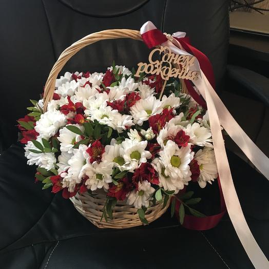 Корзина с хризантемами и альстромериями: букеты цветов на заказ Flowwow